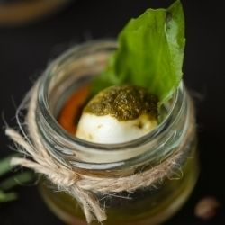 Вкус Жизни Мини-моцарелла с Песто и базиликом