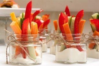 САДко Сatering Овощные палочки с соусом «Дор-блю»