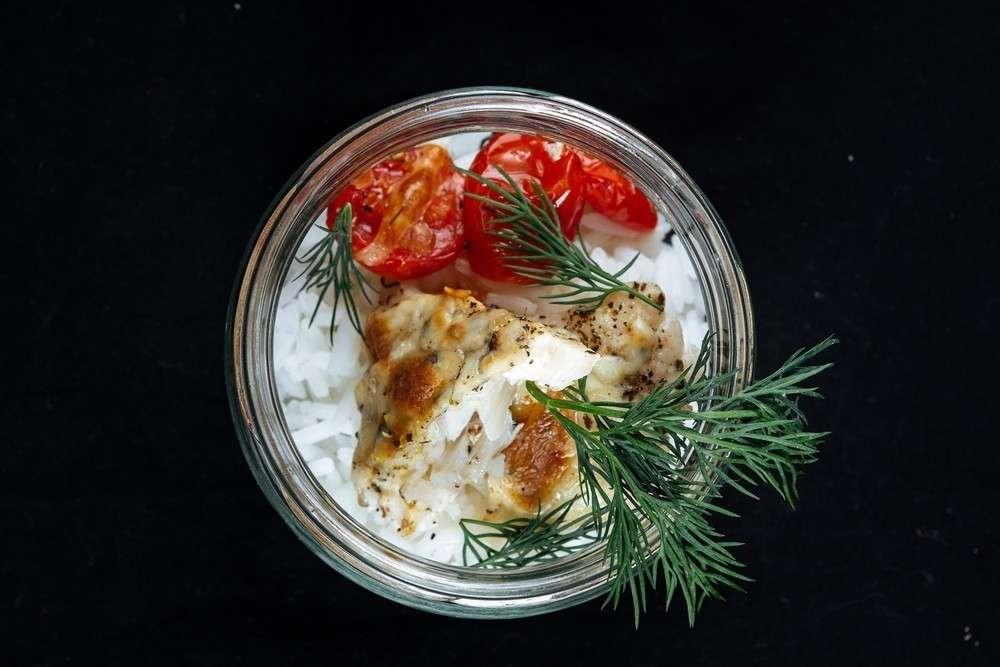 Skorobogatov Kitchen Хрустящая треска с вялеными помидорами