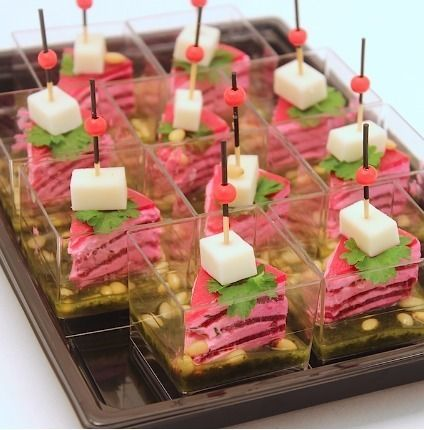 Ministerstvo Catering Company Милфей из свеклы с козьим сыром