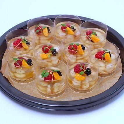Ministerstvo Catering Company Заливное из осьминога со свежей малиной