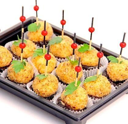 Ministerstvo Catering Company Канапе с грецким орехом, черносливом и сыром