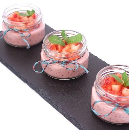 Ministerstvo Catering Company  Каша с клубникой и семенами чиа