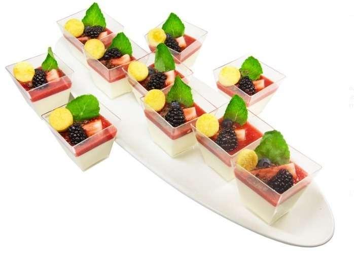 Ministerstvo Catering Company Классическая итальянская панакота с клубничной ноткой