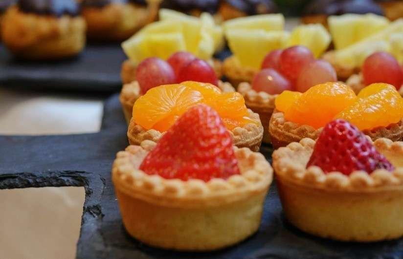 САДко Сatering Мини-тарталетки с ягодами и фруктами