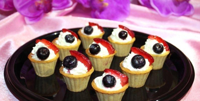 Алафа Кейтеринг Тарталетка с кремом и ягодами