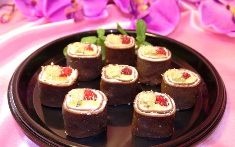 Алафа Кейтеринг Шоколадные роллы с кремом и ягодами