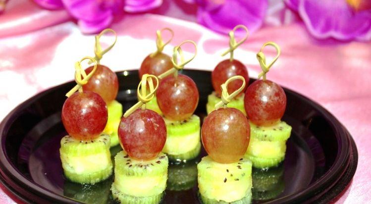 Алафа Кейтеринг Фруктовое канапе с виноградом