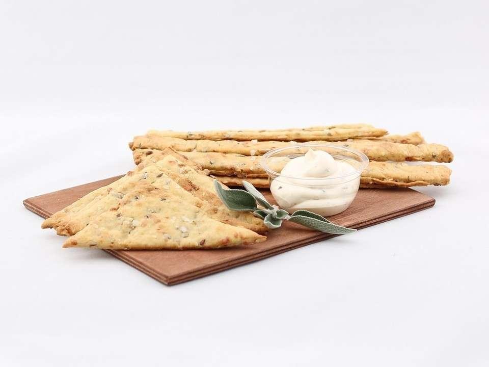 Guzfood Кейтеринг Хлебные палочки с соусом Блю чиз