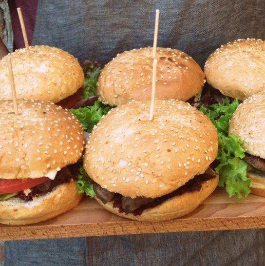 GoodyFoody Мини-бургер на пшеничной булочке с курицей и овощами