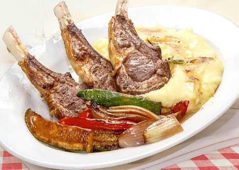 Mangal House Каре барашка с овощами и картофельным пюре