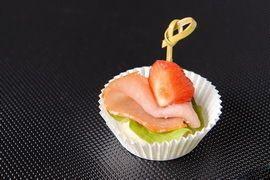 Lotus Project Сырокопченная корейка с клубникой