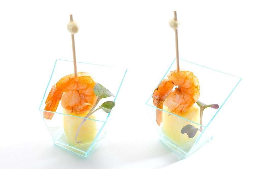 Il Giorno Catering Креветка с ананасом на шпажке