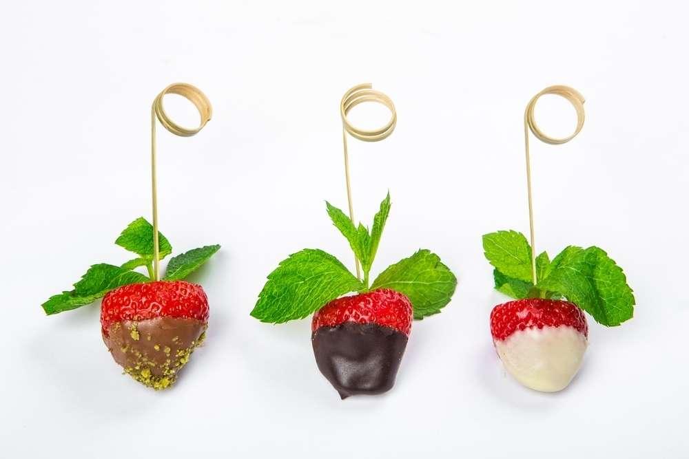 Il Giorno Catering Клубника в шоколаде с фисташками