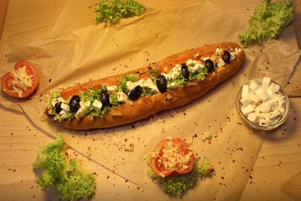 Hot doggy dog Греческий хот-дог
