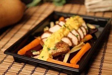 Ministerstvo Catering Company Трио из жареного пастернака, свеклы и моркови в медовой глазури