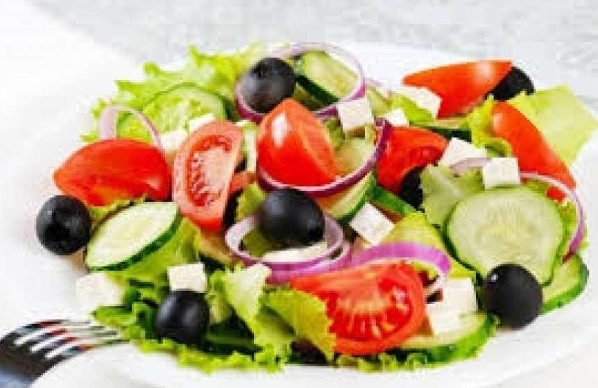 Добрый грузин Греческий с домашним сыром и оливками