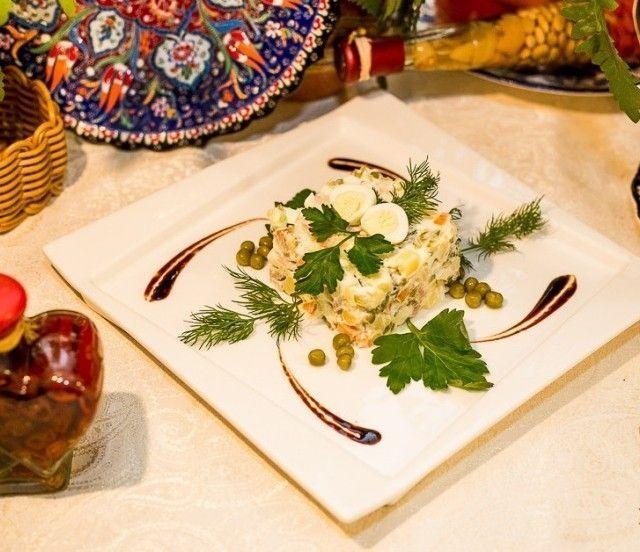Добрый грузин Оливье по-домашнему с копченым мясом