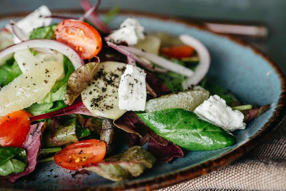 Craft Kitchen Зеленый салат с томатами, сыром фета и лаймом