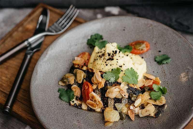 Craft Kitchen Филе сибаса с соусом альмади и картофелем на гриле