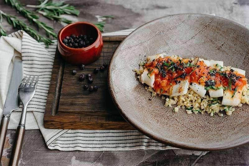 Craft Kitchen Кальмар на гриле с булгуром и соусом маринара
