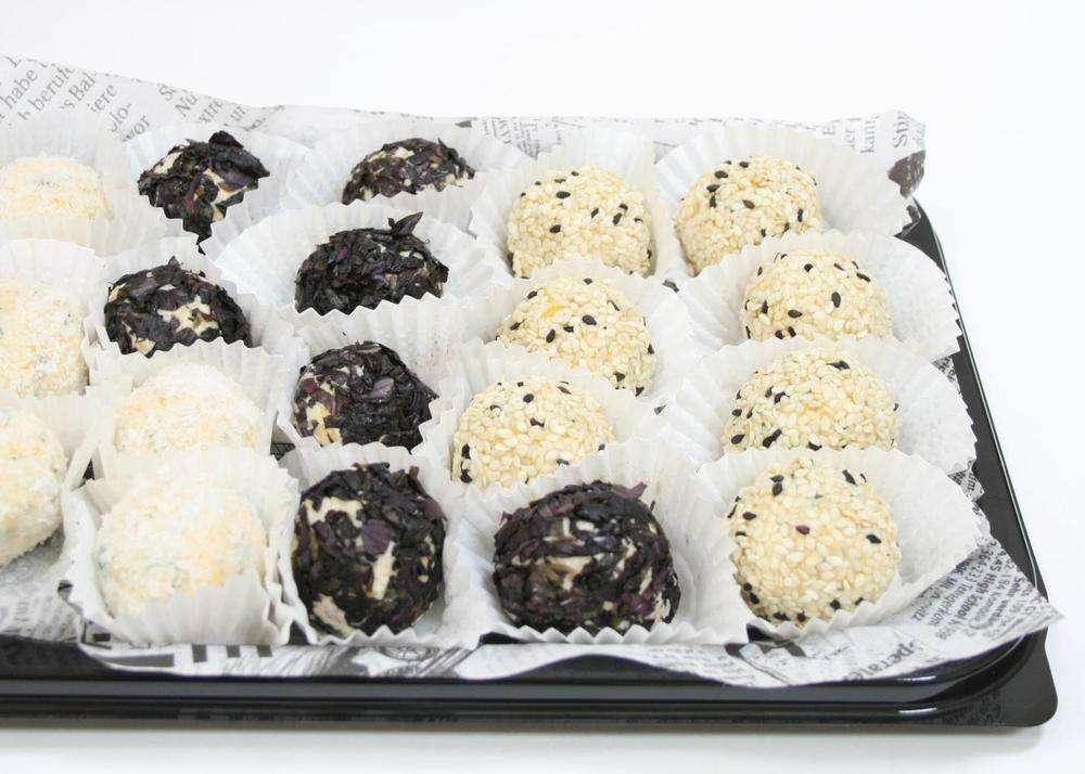Assorty Furshet Ассорти сырных шариков рафаэлло в кокосовой стружке, базилике и кунжуте