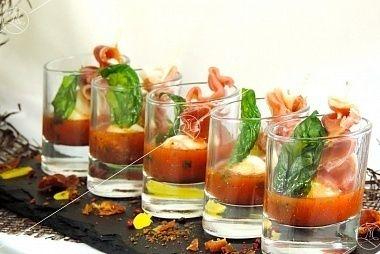 Ministerstvo Catering Company Трио из сыра моцарелла, пармской ветчины и соуса Аррабиата