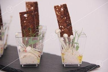 Ministerstvo Catering Company Грибной мусс с чипсом из бородинского хлеба, грибочками иноки и трюфельным маслом