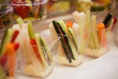 Ministerstvo Catering Company Овощная соломка с сырным соусом
