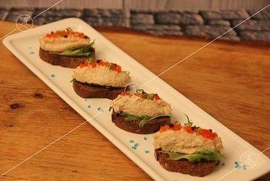 Ministerstvo Catering Company Ржаная брускетта с террином из двух видов скумбрии
