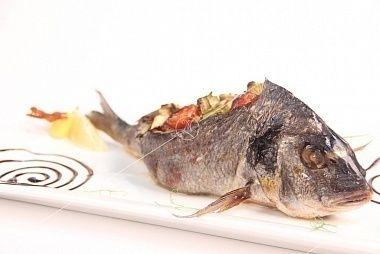 Ministerstvo Catering Company Дорадо, фаршированная овощами