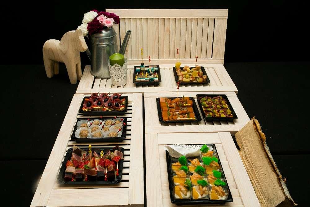Ministerstvo Catering Company Премиальный сет канапе на 10—15 персон