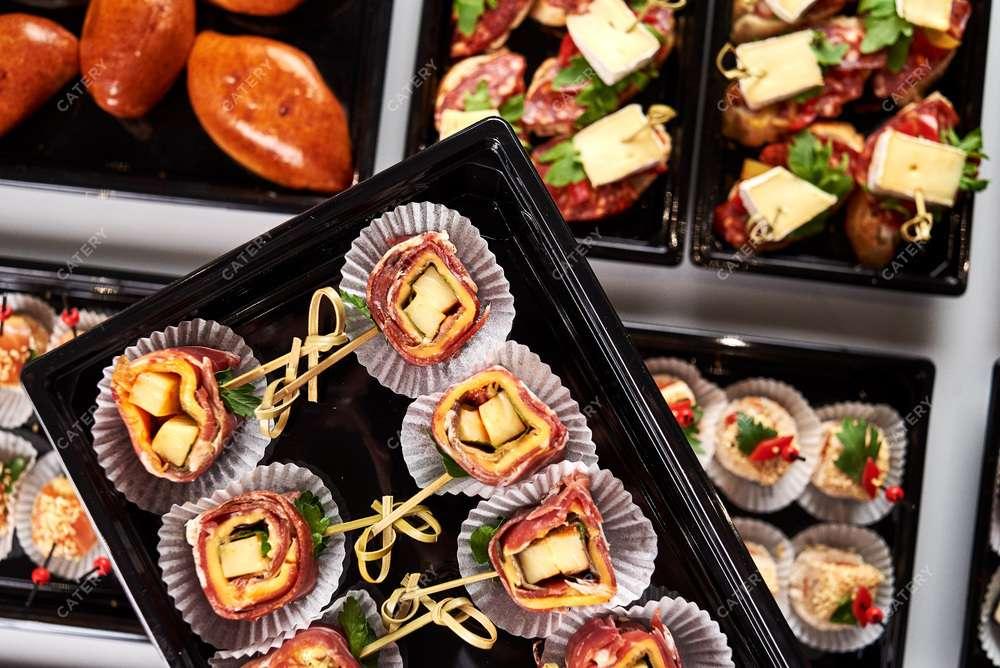 Tasty Catering Пармская ветчина с сыром «Моцарелла» и «Чеддер» соусом «Кимчи»