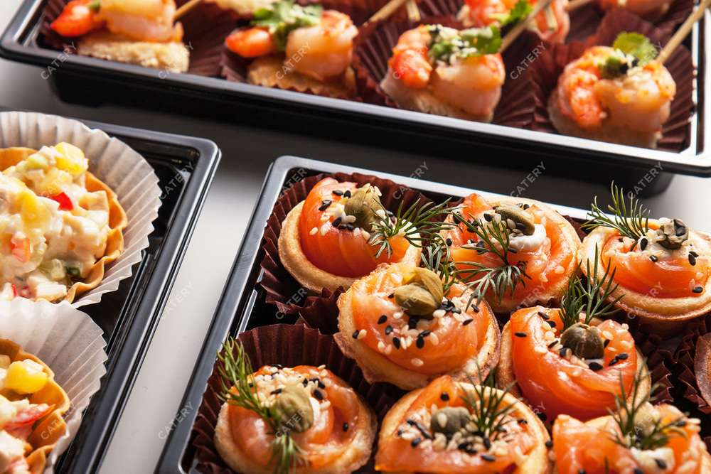 Tasty Catering Розочка из филе лосося в тарталетке с каперсами