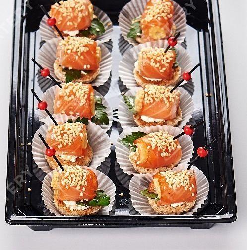 Tasty Catering Ролл из филе копченого  лосося на тосте с беби-кукурузой