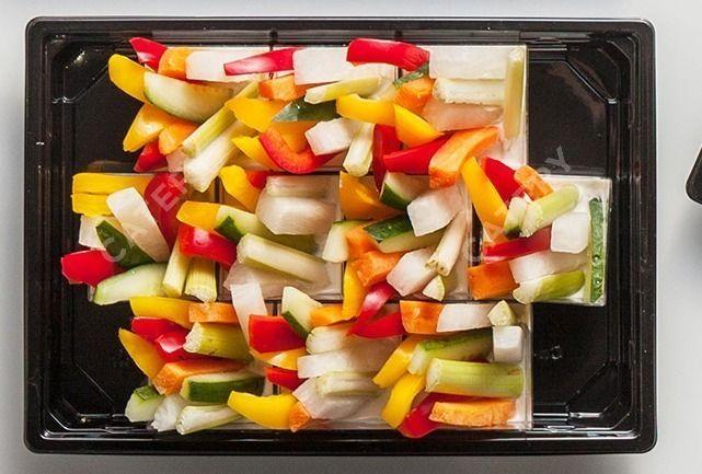 Tasty Catering Овощи крудите с соусом блю-чиз в шоте
