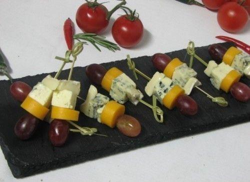 Villaggio fest Канапе ассорти сыров с виноградом