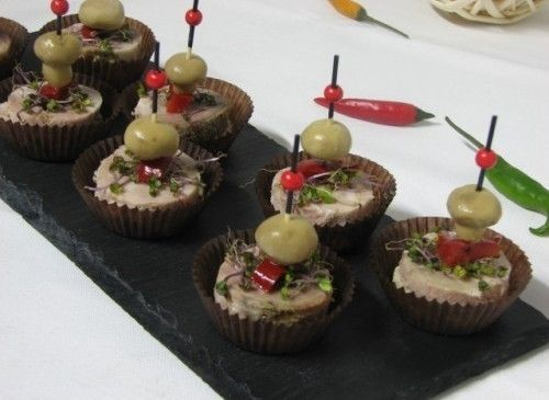 Villaggio fest Канапе из буженины с перцем и маринованным грибочком