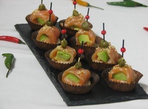 Villaggio fest Канапе семга с авокадо