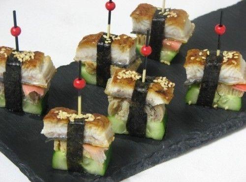Villaggio fest Канапе с японским угрем, омлетом и огурцом