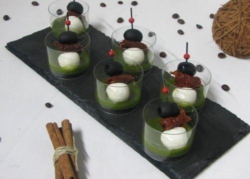 Villaggio fest Мини-моцарелла, вяленый томат, маслинка соус песто