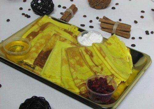 Villaggio fest Блины с красной икрой, семгой, вареньем и сметаной