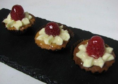 Villaggio fest Песочные корзиночки с кремом Шанти и малиной