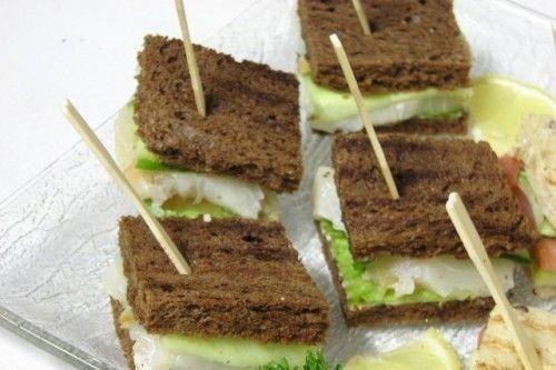 Villaggio fest Мини-сэндвич с масляной рыбой и свежим огурчиком