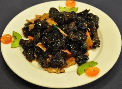 Ян Гон Древесные грибы со свининой