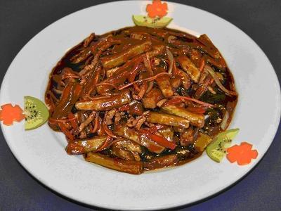 Ян Гон Баклажаны со свининой и овощами, в остром соусе