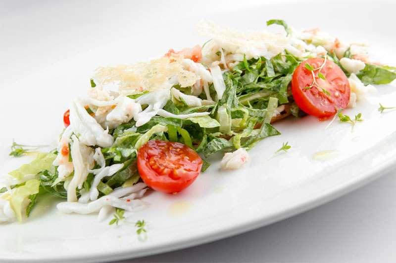 il Forno Брускетта с камчатским крабом и авокадо