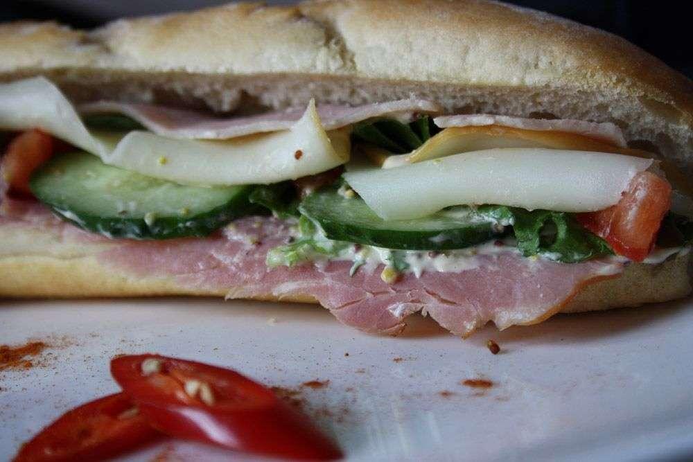 Cote Catering Багет-сэндвич с ветчиной и сыром