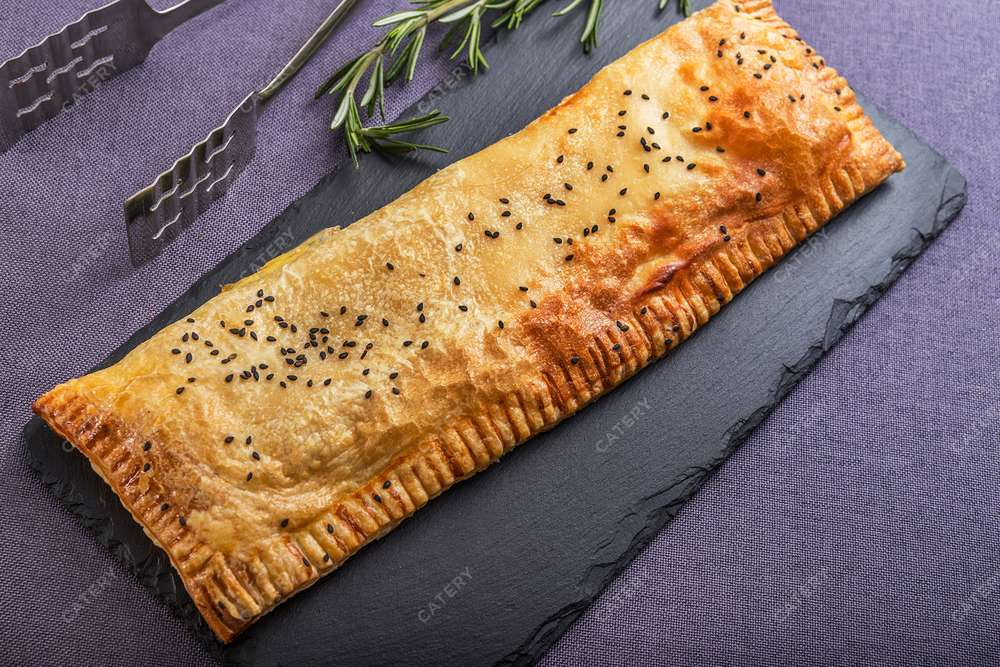 Азбука Вкуса Экспресс-кейтеринг Домашний итальянский пирог с курицей конфи, куриным сердечками и яйцом