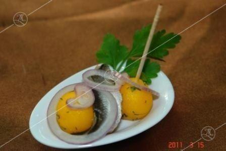 Ministerstvo Catering Company Килька пряного посола с картофельным шариком